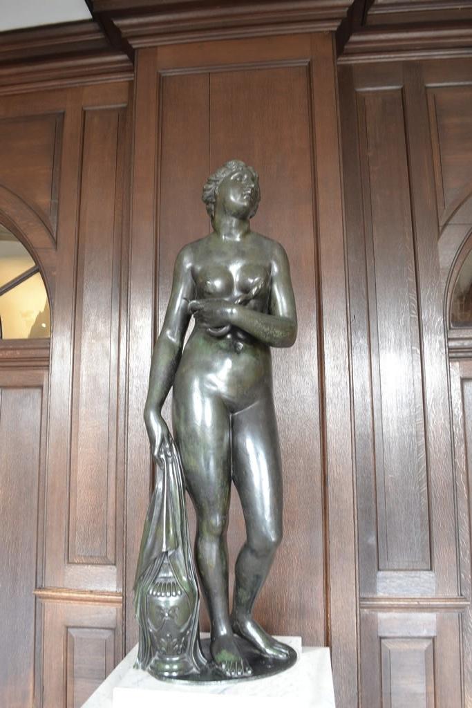 Statue of Cleopatra, Hampton Court Palace. Photo: Andrea Zuvich