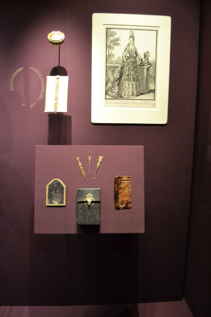 "Mary's face patch box, comb and other paraphernalia. Image: Andrea Zuvich, from ""In Fine Style"" at Buckingham Palace"